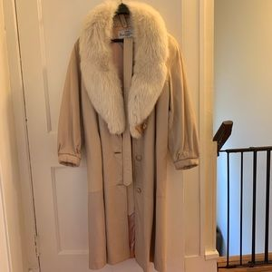 Light pink leather belted coat w/ fur collar M-XL